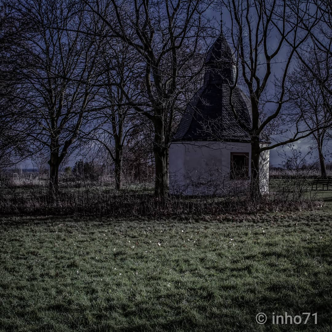 """Kapelle Im Wald"" @inho71 #tv_churchandgraves #kirchensonntag #churchsunday #r_a_d #r_a_d_members #ars_sacra #fa_sacral #be_one_sacro #total_sacro #vd_gothika #etoe_2 #sideway_glance_plus #trees #landschaftsfotografie #landscapephotography #landscape #7d #trees #dusk #photography #branches #naturephotography #nature_shooters #naturelover #motherearth #building #total_gothic #twilight"