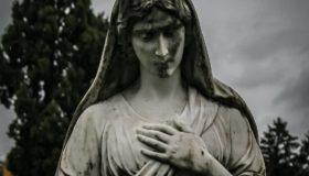 """""""Statue Auf Grabstätte ⚰️..."""""""
